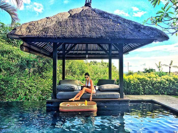 Floating breakfast, The Villas at Ayana Resort