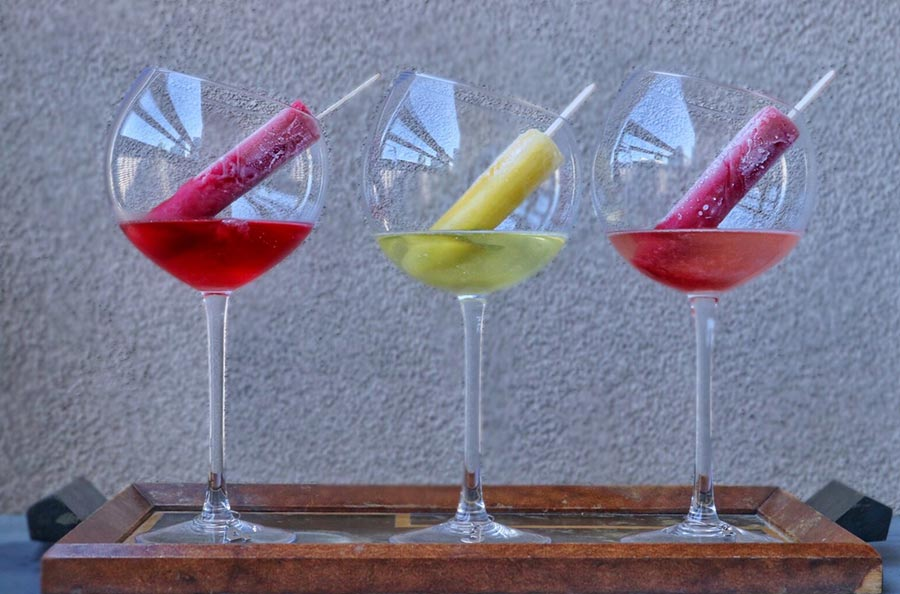 Popsicle in Sparkling wine ( Raspberry, Peach and Strawberry )